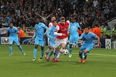Mertesaker defends! (Ronnie Macdonald) Tags: football emirates om arsenal futebol championsleague gooners olympiquedemarseille ronmacphotos permertesaker