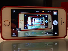 iphone qx10 (Fotografie: Gabriele Barni su Flickr)