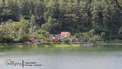 Telaga Ngebel - Ponorogo (Antok Hermawan) Tags: camera travel vacation lake love canon wow indonesia lens landscape java foto tour view top visit fresh looks foreign visiting refreshing jawa dingin kamera danau 2014 wisata wonderfull libur eastjava telaga jawatimur liburan lensa jatim destinasi reog ponorogo ngebel wisatawan vision:sky=0507 vision:car=0585 vision:outdoor=0985