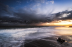 Impending (Nick Twyford) Tags: longexposure sunset newzealand clouds blacksand nikon waves wideangle auckland nz northisland tasmansea westcoast whatipu leefilters distantrain 1024mm d7000 ninepinrock lee06gndhard phottixgeoone lee12gndsoft vision:beach=0735 vision:sunset=0715 vision:mountain=0673 vision:outdoor=0986 vision:sky=0968 vision:ocean=0877 vision:clouds=
