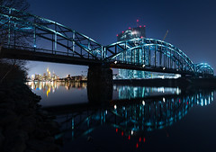 City Lights II (Philipp Klinger Photography) Tags: longexposure bridge blue windows light reflection window water skyline architecture night skyscraper reflections river germany de deutschland lights am long exposure european cityscape hessen frankfurt main central bank railway hour highrise bluehour brcke spiegelung frankfurtammain ecb hesse ger mainhattan ezb europeancentralbank europischezentralbank zentralbank europische deutschherrnbrcke