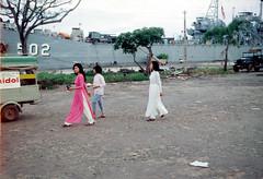 SAIGON 1967 - Vietnamese women in traditional dress ao dai (manhhai) Tags: waite vietnam 1967 bienhoa macv advisoryteam98 ductu