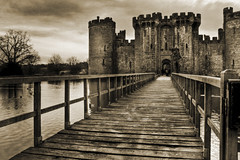 Bodium Castle (DavidHowarthUK) Tags: bw castle landscape sussex bodiumcastle january2009