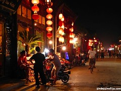 "Pingyao de noche • <a style=""font-size:0.8em;"" href=""http://www.flickr.com/photos/92957341@N07/9628561272/"" target=""_blank"">View on Flickr</a>"