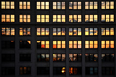 DSC_0943 (PabsPhotos) Tags: light sunset orange newyork building window architecture brooklynbridge btiment lightreflexion