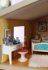Mrs Lundby´s dressing table (*blythe-berlin*) Tags: orange vintage göteborg toys dolls furniture gothenburg 70s möbel byebye spielzeug dollhouse caco jahre puppenhaus lundby 70ziger biegepuppen doll´shouse