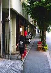 上地 歩く子ども Okinawa-si, Okinawa (ymtrx79g ( Activity stop)) Tags: street color slr film japan analog nikon kodak 35mmfilm okinawa 135 沖縄 街 写真 銀塩 フィルム nikonnewfm2 沖縄市 kodakultramax400 nikonainikkor50mmf14 歩行走行 walkandrun 201310blog okinawasi