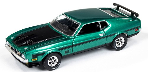 AutoWorld Mustang Ram-Air 1971 1-64