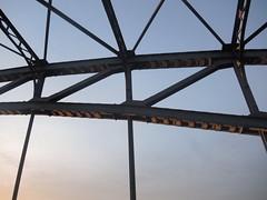 Contre-jours gomtriques (marianne.bellanger) Tags: france soleil lumire ombre alsace pont contrejour fer aube schiltigheim gomtrique mariannebellanger