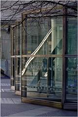 Spiegelung (Thomas W. Berlin) Tags: reflection berlin ice water mirror wasser spiegel nikond100 potsdamerplatz headlight eis spiegelung scheinwerfer nikond200 sonycenterberlin nikond90