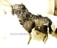 Animal of the mountains (Valeria Dalmon) Tags: sculpture black art blanco animals sepia teatro theater natural recycled handmade negro fine arts objetos escultura puppets masks etsy muñecos venta ilustracion comission finearts textil instalacion dollcommission valeriadalmon textilescultura
