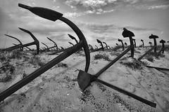 cemitério  de âncoras  .  anchors graveyard  .  marching (António Alfarroba) Tags: praia beach graveyard sand areia santaluzia anchor cemitério barril anchors ancora atum armação tunafish antónioalfarroba tunafishtrap