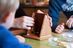 Husle baue! (O.I.S.) Tags: house kitchen kids weihnachten children hands advent witch kinder kche hnde lebkuchen basteln hexenhaus
