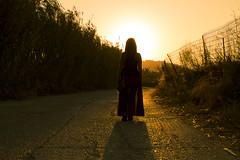 Naxos Island (Greece) - Il sentiero verso la Chora (Pedro de Montjuic) Tags: walking island donna tramonto hellas greece grecia controluce naxos passeggiata cicladi