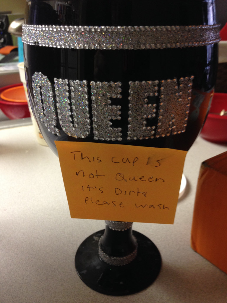 This cup is not Queen it's dirty please wash