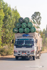 Overloaded?, Jiga, Amhara Region, Ethiopia (Ulrich Münstermann) Tags: africa road street city music car truck landscape drums dorf village transport streetlife lorry transportation afrika ethiopia landschaft overloaded dorp landschap straat isuzu strase jiga amhararegion አማራ