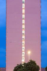 Simplicity in Ludwigshafen (Fotograf aus Passion.) Tags: pink blue sky orange colour tree green alex lines 30 canon eos lampe licht fenster tripod magenta rosa himmel wolken gelb hour simplicity 5d colourful alexander grün blau rhein farbe baum serie ef gitzo serial busch fassade punkt figuren abstrakt ludwigshafen gerade geometrie blaue flächen formen symmetrie linien stativ stunde zentralperspektive sekunden harbich strasenlaterne strasenlampe 5dmkiii secounds 5d3 70200mm28ii 5diii