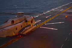 150729-N-NZ935-079 (U.S. Pacific Fleet) Tags: ussbonhommerichardlhd6 ch53superstallion us7thfleetareaofoperations marinemediumtiltrotorsquadronvmm256reinforced