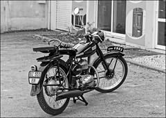 On continue avec le Passé ! (GK Sens-Yonne) Tags: moto terrot mototerrot motoancienne yonne sens