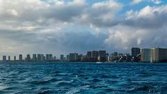 Honolulu / Waikiki (Oliver Leveritt) Tags: nikond7100 afsdxvrnikkor18200mmf3556gifed oliverleverittphotography hawaii oahu waikiki waikikibeach water shoreline ocean
