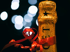 ***pOp*** hbmm (LoomahPix) Tags: 10years bokeh celebration champagne closeup flickr gold happy10years macro macromondays macrophotography moet red 7dwf