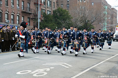 010 New York - FDNY EMS Pipes and Drums (rivarix) Tags: fdnyemtfuneral brooklynnewyork emsfuneral fireman firefighters firedepartmentofnewyork fdnyemeraldsocietypipesanddrums drummajor pipemajor pipeband bagpipe pipers bassdrum bassdrummer