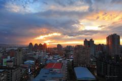 屋頂看夕陽 (Lavender0302) Tags: 夕陽 雲 建築 淡水 新北市 台灣 taiwan sunset clouds building bluehour
