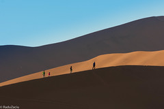People on Dunes -3- (Cold Shutterhand) Tags: sesriem namibia sossusvlei deadvlei sossusdunelodge