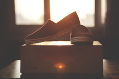 Fred Perry shoes (mertcandogan) Tags: sunset stilllife sunshine canon shoes popular brand fredperry 2470mm 5dmark2