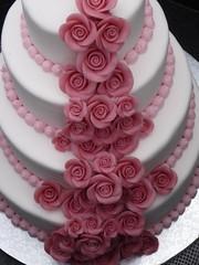 wedding cake (Ginas Pics) Tags: wedding roses white cake germany weddingcake marzipan hochzeitstorte frosting ginaspics confiserie fooddisplay reginasiebrecht