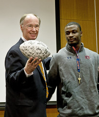 12-30-13 Governor Bentley Meets with Auburn Football Team