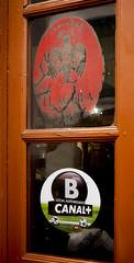 Cervesa d'ahir, futbol d'avui / Old beer and modern TV (SBA73) Tags: old espaa window beer bar football tv spain soccer cerveza ad andalucia finestra add cordoba bier andalusia futbol crdoba spanien cervesa espanya crdova elguila