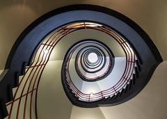 Hamburg - Treppe im Sprinkenhof (Teelicht) Tags: germany deutschland hamburg officebuilding bürogebäude olympus stairway staircase omd treppenhaus kontorhaus kontorhausviertel sprinkenhof em5 olympusm918mmf4056