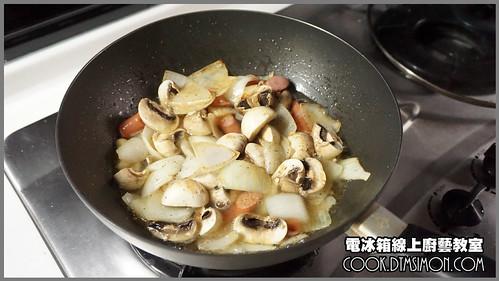 蘑菇炒德國香腸09.jpg