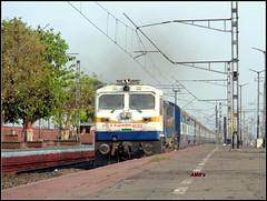 Dual Cab EMD! (Photography@Anamitra) Tags: wdp4d emd indian railways ir irfca saraighat howrah eastern railway bengal north diesel india incredible beauty railfanning trainspotting railroad superfast transport