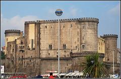 Castillo Maschio Angioino (Nápoles, Italia, 2-7-2009) (Juanje Orío) Tags: italia nápoles 2009 castillo fortaleza patrimoniodelahumanidad worldheritage whl0726 sigloxiii sigloxv naples italy castle