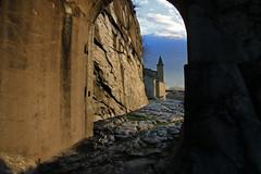 Val d'Aosta - Valle centrale: Donnas, la strada romana delle Gallie: chiesa di Donnas (mariagraziaschiapparelli) Tags: valdaosta donnas stradadellegallie stradaromanadellegallie camminata escursionismo allegrisinasceosidiventa autunno