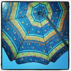 holidays! (LaNuvolaRossa) Tags: blue light mare blu azzurro spiaggia luce ombrellone flickrandroidapp:filter=none