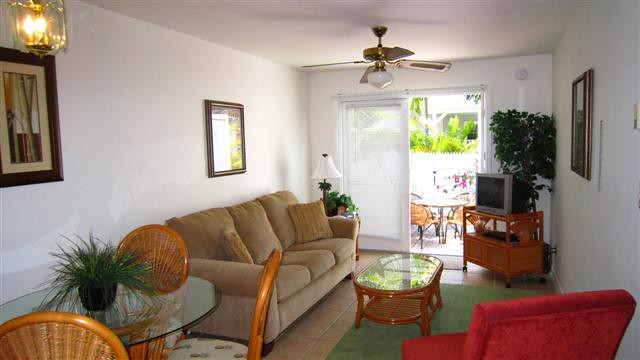 Abbott Is A Two Bedroom One Bathroom Key West Shipyard Condo On The Ground Floor With An Enclosed Courtyard This Fully Equipped Vacation Rental