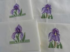 Jogo de Americanos - Orqudea (Katrin H. Moecke) Tags: arte pano artesanato sala cruz orquidea vendo ponto decorao jantar mesa cozinha roxo lils bordado vendendo