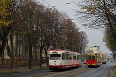 Begenung zweier Krefelder: GT8-Wagen 87 (ex. 814) trifft auf der Fahrt zwischen den Haltestellen 'Bydgoska' und 'Wiejska' auf den ehemaligen Krefelder 84 (ex. 824) (Frederik Buchleitner) Tags: tram poland polska polen krefeld streetcar 87 824 84 linie3 814 graudenz tramwaje swk trambahn grudzidz duewag gt8 dwag strasenbahn swkmobil stadtwerkekrefeld
