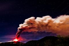 Un insolito cielo stellato (Leonardo Giuffrida) Tags: lava etna belpasso eruzione 161113