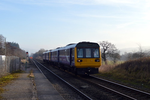 142060 arriving at Bamford with the 2S33 Sheffield to Manchester Piccadilly service, 11th Dec 2013.