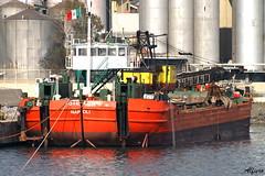 Barca49 (photoalfiero) Tags: ocean italy water boat mediterraneo barca italia barco barcos liguria streetphotography barche nave navegar nautica marinas mediterranian lestradeparlanoimuriurlano