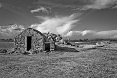 maison abandonnée (fubu.flemm) Tags: ocean sea blackandwhite coastguard house france nature horizontal landscape coast bretagne abandonedhouse argenton