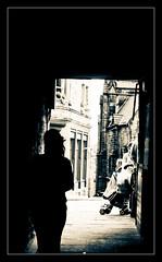 Solitary alley (Norma Desmond1) Tags: travel blackandwhite bw white black blancoynegro bn viajes edinburg fringefestival