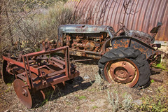 WASTING (akahawkeyefan) Tags: tractor implement rust davemeyer riegler mansion