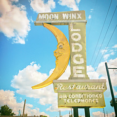 Moon Winx (Thomas Hawk) Tags: alabama america moonwinxlodge tuscaloosa usa unitedstates unitedstatesofamerica moon motel neon us fav10 fav25 fav50 fav100