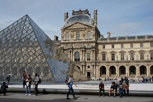 Paris la cour Napoléon