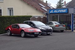 Alpine A310 BV 105 EG - 22 mai 2013 (Alpine, boulevard Jean Jaures - Joue-les-Tours) (Padicha) Tags: auto new old bridge france water grass car station electric truck river french coach ancient automobile eau indre may police voiture ruine cher rest former 37 nouveau et loire quai franais nouvelle vieux herbe vieille ancienne ancien fleuve nationale vehicule lectrique reste gendarmerie gazon indreetloire franaise pave nouveaut vhicule utilitaire restes vgtalise letramdetours padicha